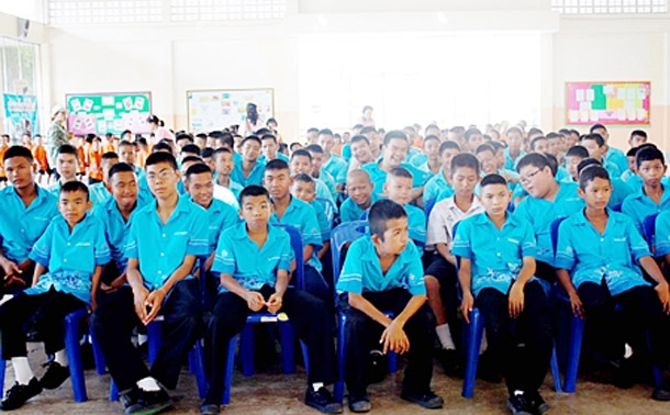 800 Sattahip Students Study Nature